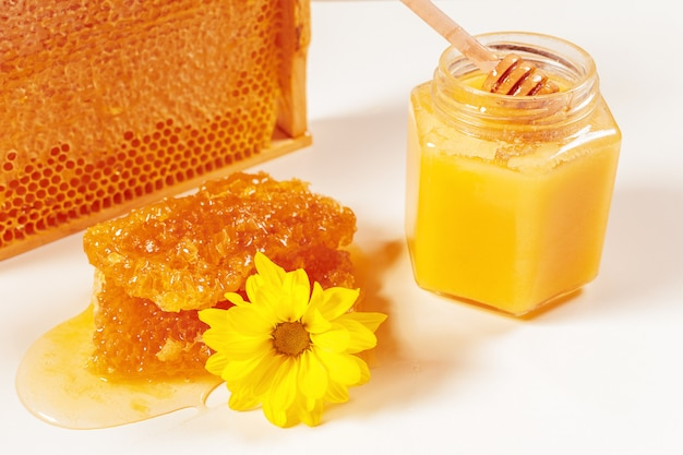 Vasetto di miele e bastone