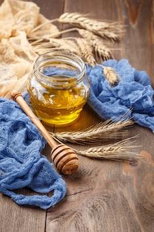 Vasetto di miele e spighette
