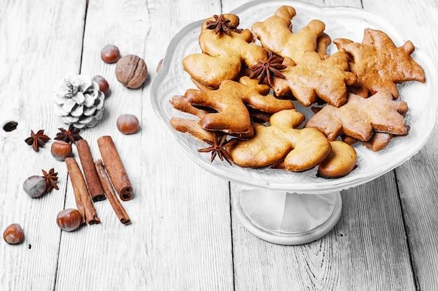 Vaso con biscotti di natale