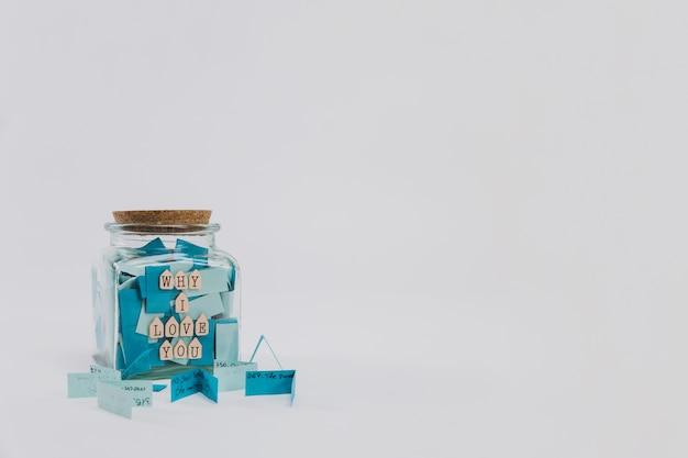 Vaso di vetro con il messaggio