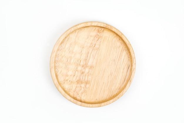 Vassoio di legno di disposizione piana isolato su fondo bianco. vista dall'alto.
