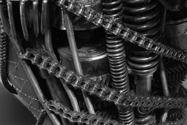 Vecchi attrezzi e catena, fondo della parte di macchinario
