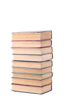 Vecchi libri d'annata isolati su fondo bianco