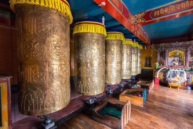 Vecchi tamburi di preghiera