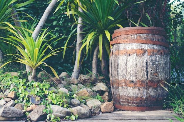 Vecchia botte di legno di rovere