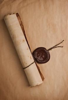 Vecchia carta con un sigillo di cera