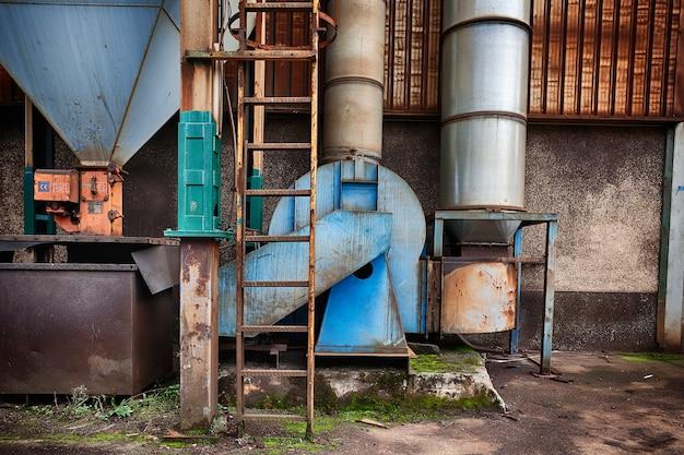 Vecchia fabbrica abbandonata