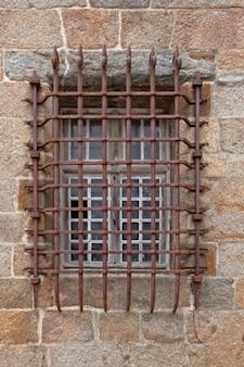 Vecchia finestra della griglia hdr