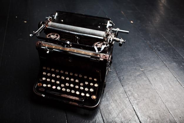 Vecchia macchina da scrivere vintage