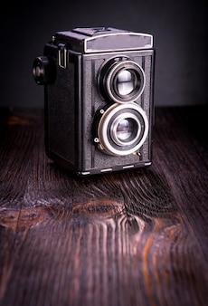 Vecchia macchina fotografica d'epoca di moda