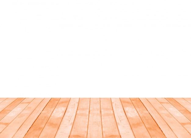 Vecchia mensola di legno marrone vuota isolata su priorità bassa bianca. montaggio del tuo prodotto