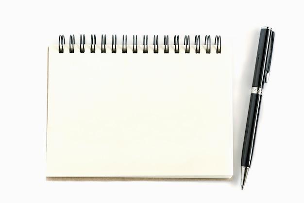 Vecchia pagina di carta notebook a destra con penna