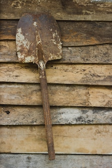 Vecchia pala su legno