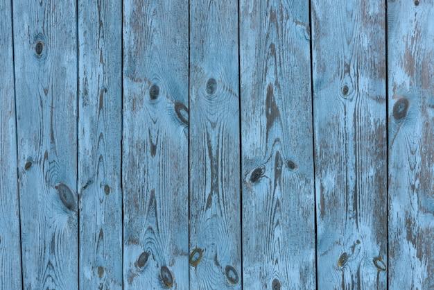 Vecchia parete strutturata di legno blu e grigia d'annata dipinta