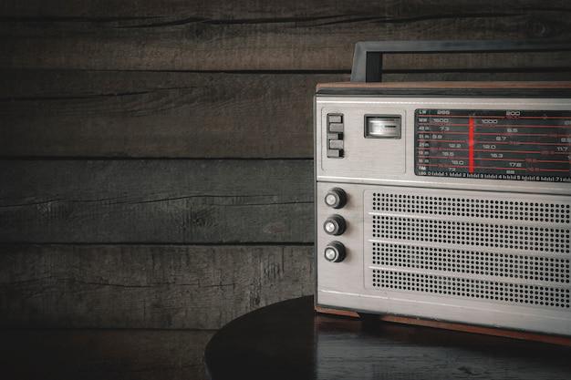 Vecchia radio a transistor