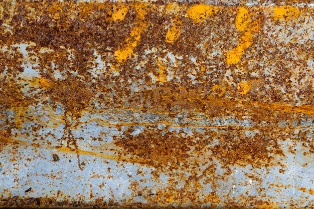 Vecchia struttura arrugginita del metallo