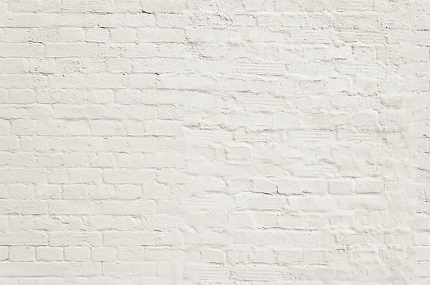 Vecchia struttura del fondo del muro di mattoni dipinta bianco