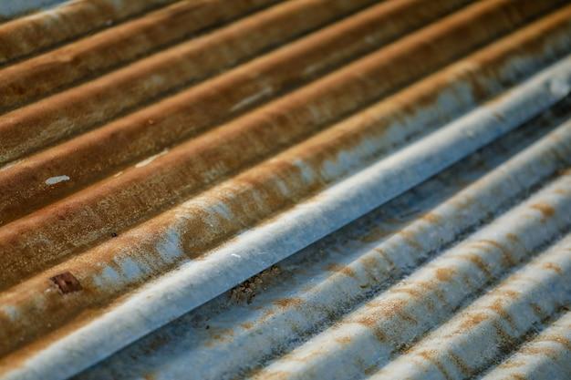 Vecchia struttura del tetto della lamiera