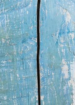 Vecchia struttura di legno dipinta blu-chiaro