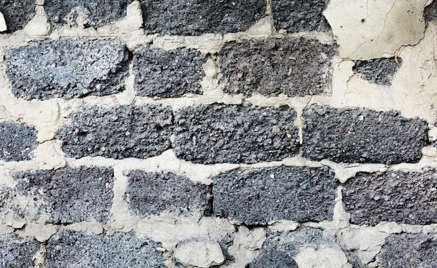 Vecchia struttura grigia vuota del muro di mattoni