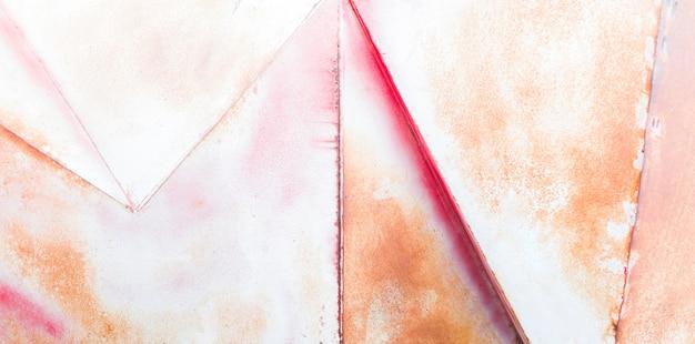 Vecchia superficie metallica con motivo rosso e ossido