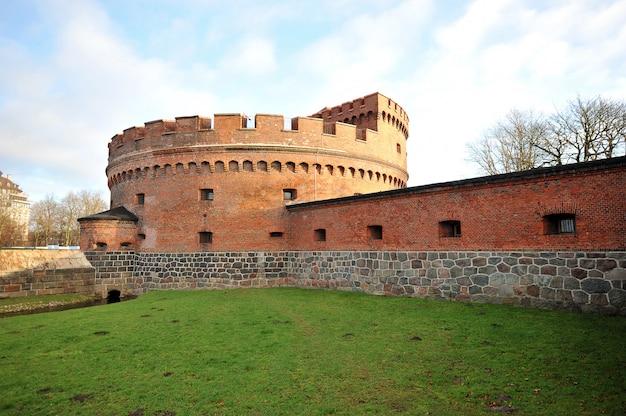 Vecchia torre del mattone a kaliningrad (konigsberg), russia