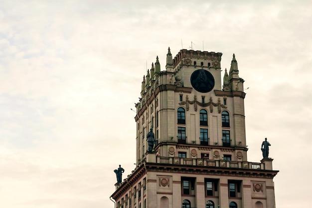 Vecchia torre della città, paesaggio urbano, vecchio edificio.