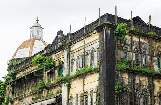 Vecchie costruzioni a rangoon, myanmar