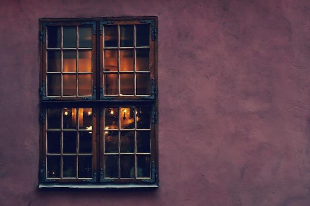 Vecchie finestre di casa