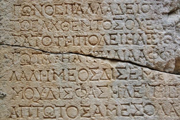 Vecchie lettere sulla pietra in phaselis