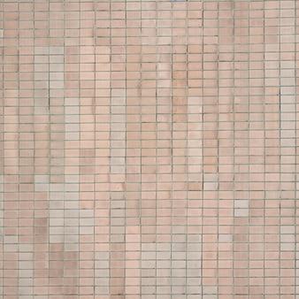 Vecchie piastrelle beige sovietiche. la trama della piastrella esterna classica, che è stata modificata dagli edifici durante i tempi dell'unione sovietica