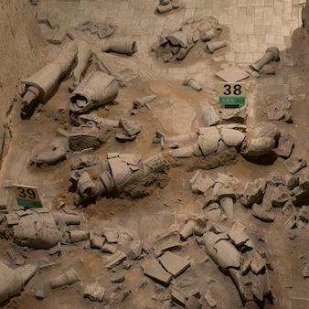 Vecchie rovine cinesi dell'esercito di terracotta a xi'an, in cina.