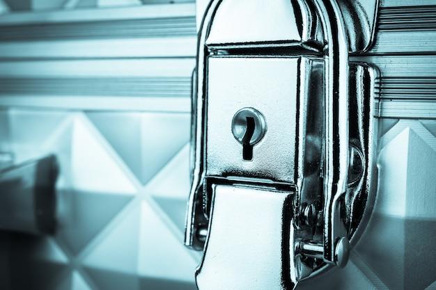 Vecchio buco della serratura in metallo
