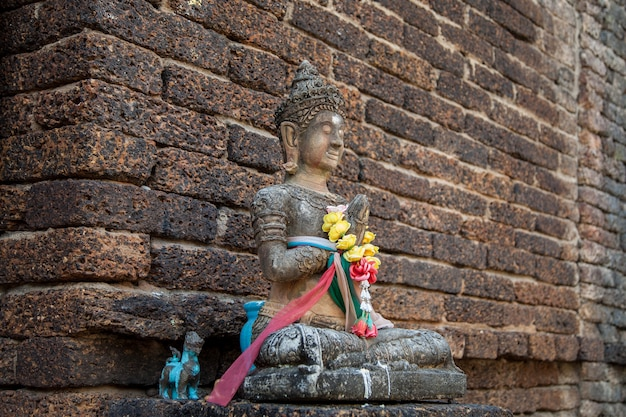 Vecchio buddha di pietra dell'annata nel vecchio stile tailandia del nord della tailandia del tempio