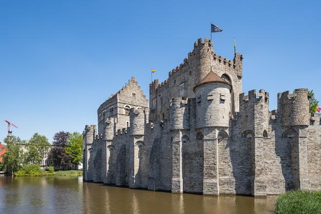 Vecchio castello in una città europea