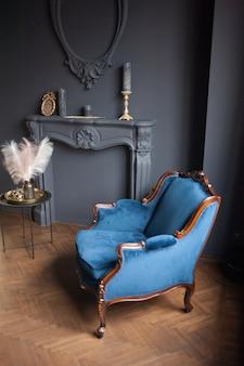 Vecchio divano vintage interno