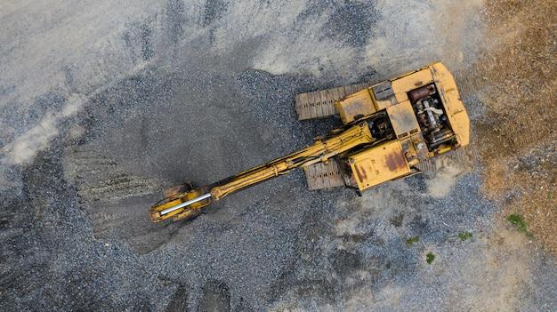 Vecchio escavatore, vista dall'alto, preso con i fuchi