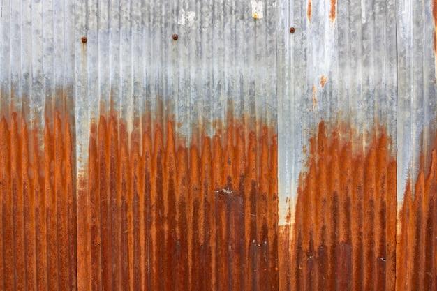 Vecchio fondo arrugginito di struttura dello strato di zine