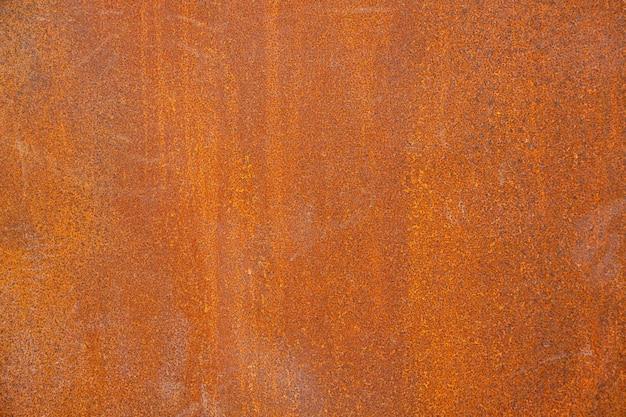 Vecchio fondo astratto dipinto metallico rosso arrugginito.