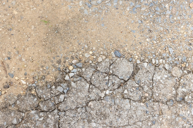 Vecchio fondo scuro sporco astratto della parete del cemento su struttura al suolo.