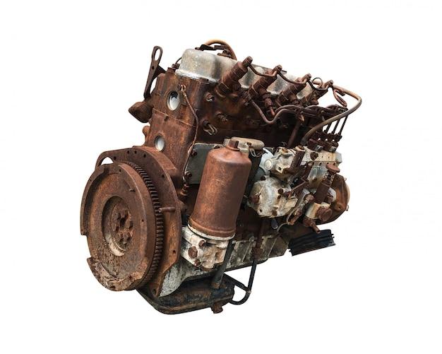 Vecchio motore di automobile isolato. motore automobilistico arrugginito.