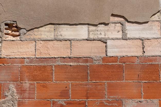 Vecchio muro di mattoni rossi strutturato