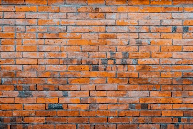 Vecchio muro di mattoni rossi.