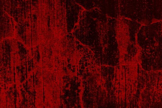 Vecchio muro rosso ammuffito e trascurato