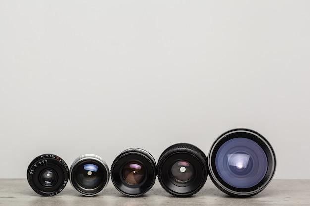 Vecchio obiettivo per fotocamera a pellicola retrò