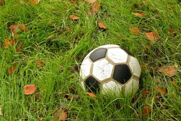 Vecchio pallone da calcio