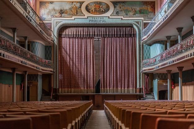 Vecchio teatro abbandonato
