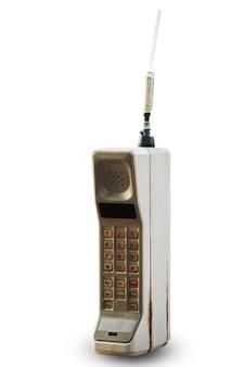 Vecchio telefono cellulare isolato su bianco