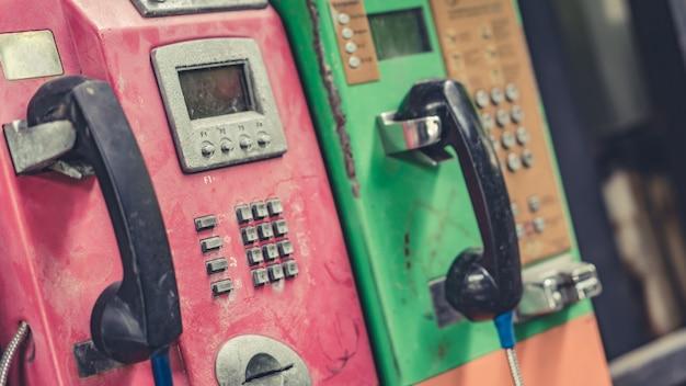 Vecchio telefono pubblico