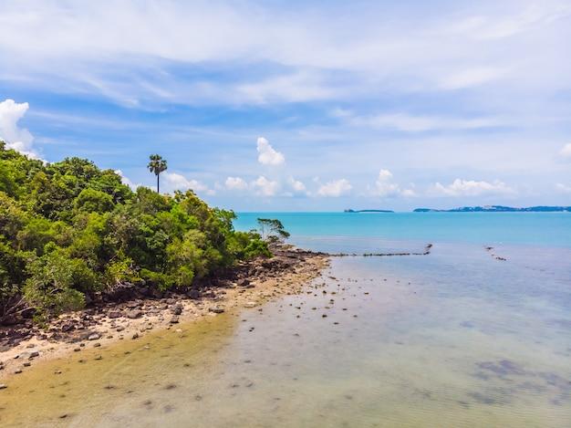 Veduta aerea della bellissima spiaggia tropicale